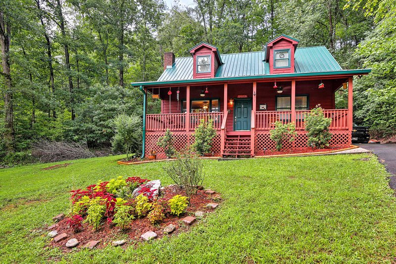 Experience all that the Nantahala National Forest has to offer at this tranquil 3-bedroom, 2-bathroom cabin nestled right in the mountains!