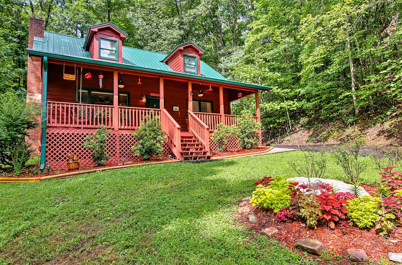 For the ultimate Smoky Mountain getaway, book this beautiful vacation rental cabin!
