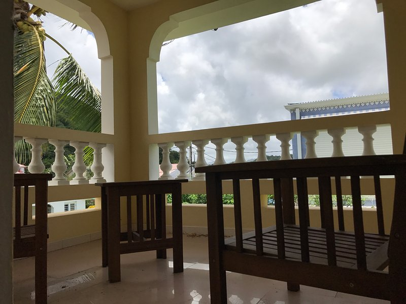 Corner aperitif on the balcony