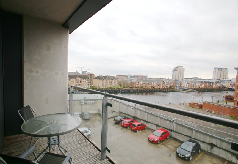 Iconic Apartment - MediaCity, vacation rental in Manchester