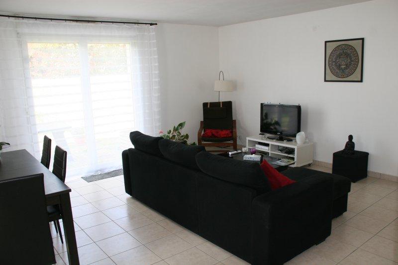 Maison individuelle 4 chambres à 5 munies du circuit, vacation rental in La Suze-sur-Sarthe
