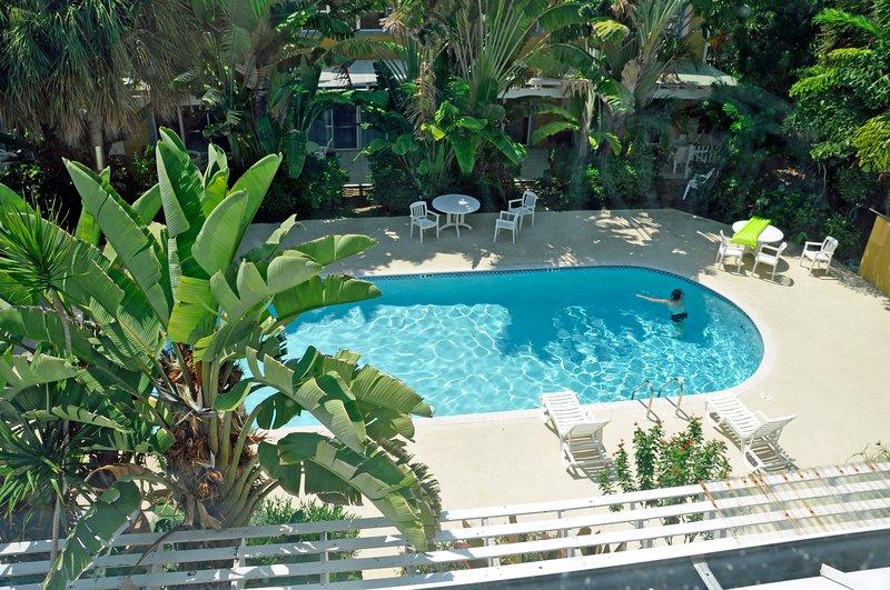 La vue de notre piscine depuis le dernier étage (chambre bleue)