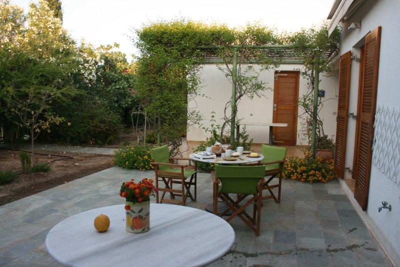 COMFORT AND LUXURY-AMID AEGINA'S NATURE, holiday rental in Aegina Town