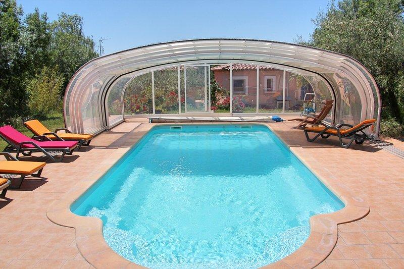 Cébazan Lou Daro villa 1 à 5 personnes dans propriété avec piscine chauffée, holiday rental in Villespassans