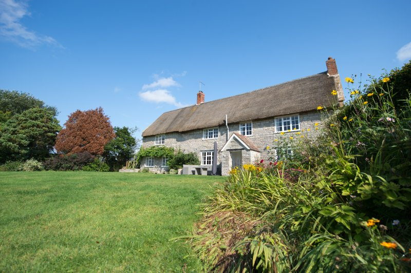 Stunning 17th Century Thatched Farm House