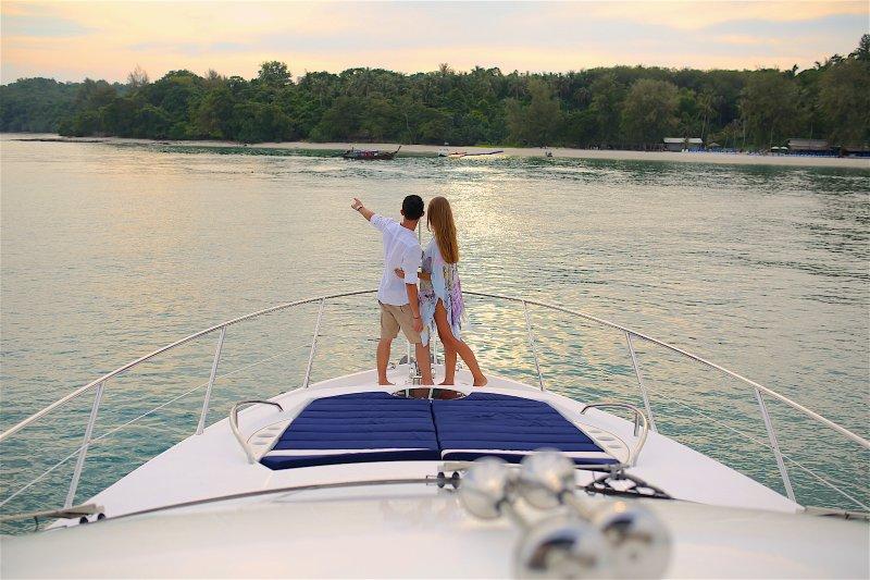 Luxury Yacht 'Maikhao Dream' ( Sunseeker Manhattan 63' ), location de vacances à Tha Yu