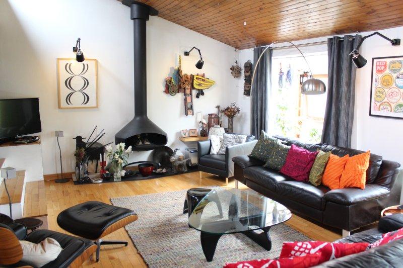 Muito legal e espaçosa sala de estar.
