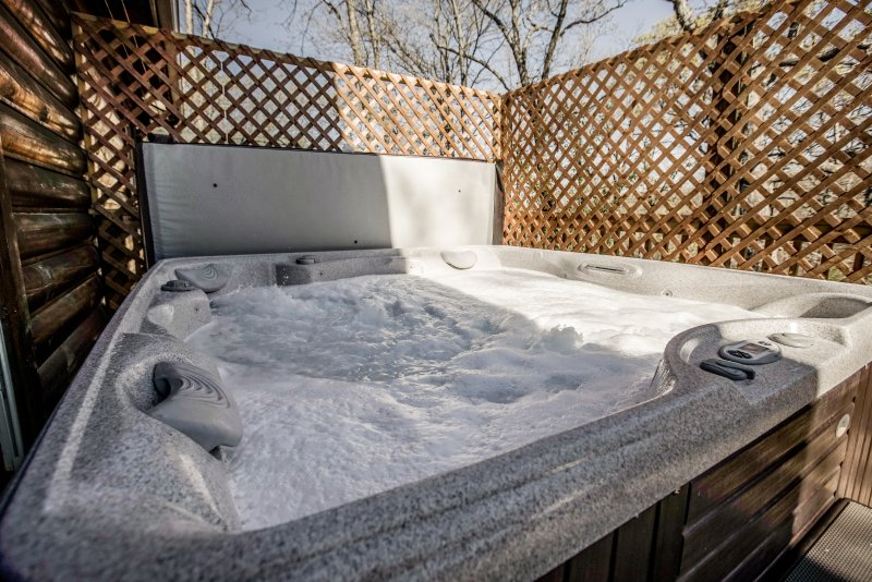 Come and relax and enjoy the wonderful Hot Tub that awaits you.