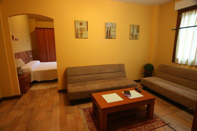 Casa rural La granja de Vitoria Suite B, holiday rental in Murguia