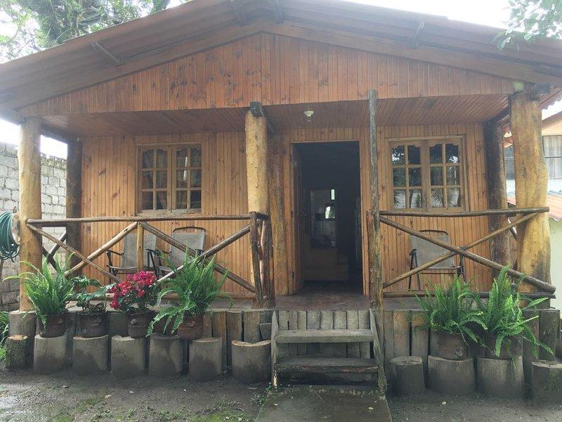 entrée principale de la cabane en bois rond ...
