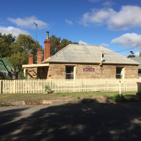 1860s Miners Cottage In Burra South Australia Close to Main Street and 30 Min drive to Clare