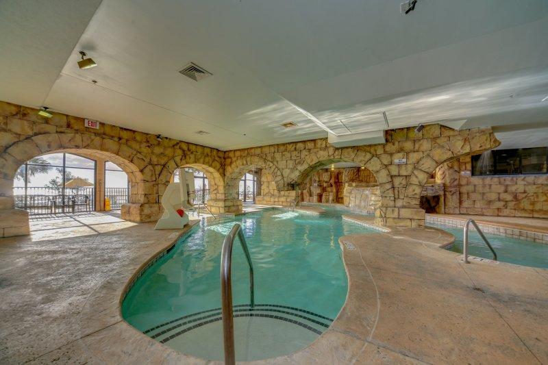 A piscina interior ilha que é perfeito para as crianças