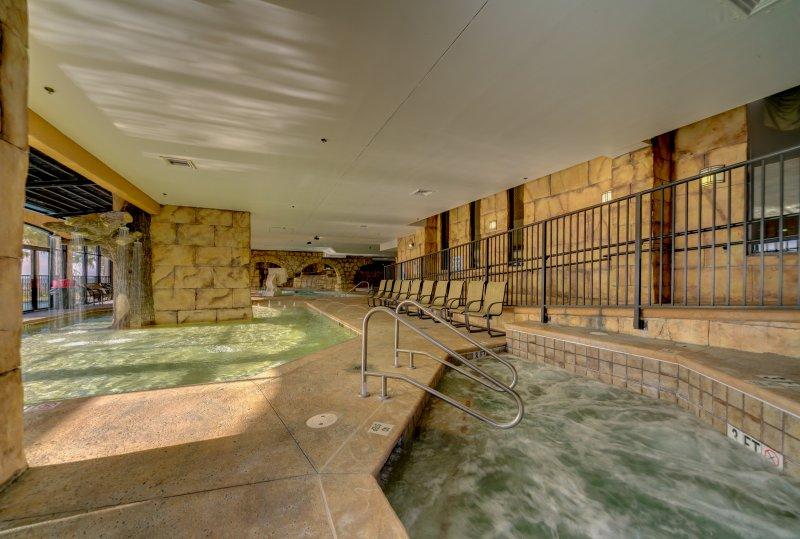 A Ilha Indoor Hot Tub