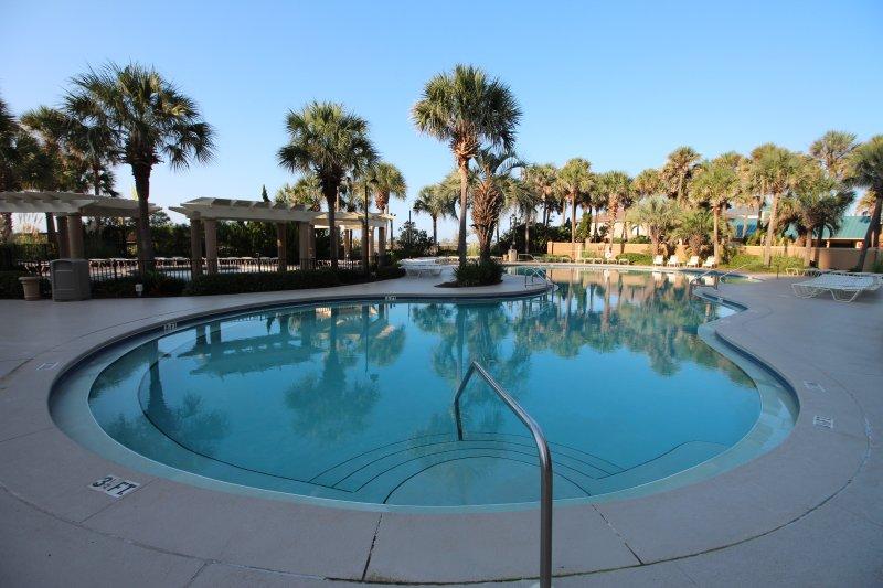 Resort-Stil Poolbereich.