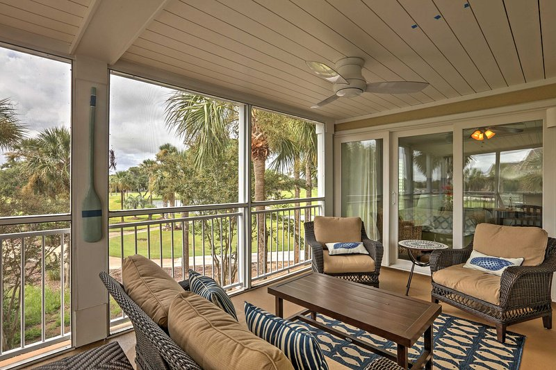 Journey to beautiful Seabrook Island and relax at this 2-bedroom, 2-bathroom vacation rental condo!
