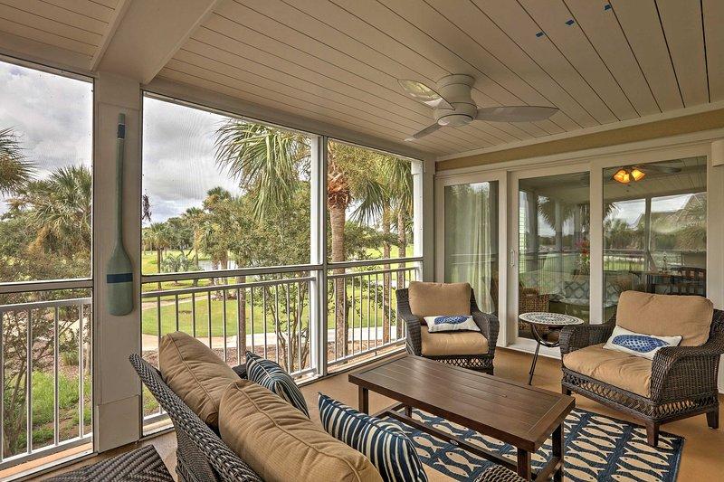 Enjoy beautiful Seabrook Island at this 2-bedroom, 2-bath vacation rental condo!