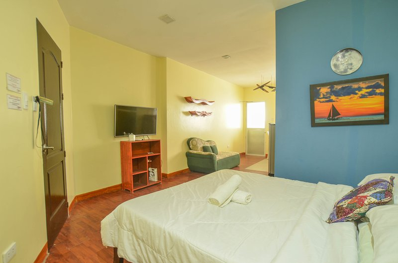 Niu Ohana Bolabog Hotel - Deluxe Studio, holiday rental in Malay