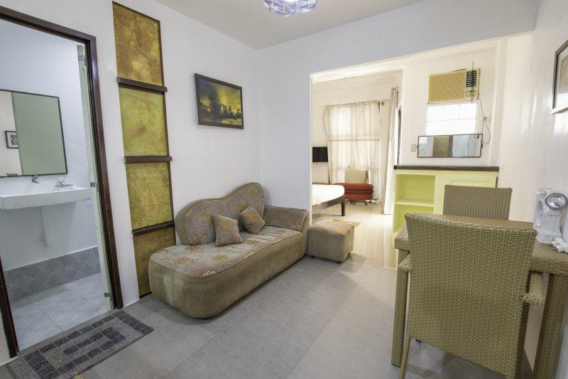 Niu Ohana Bolabog Hotel - One Bedroom Apartment, holiday rental in Pandan