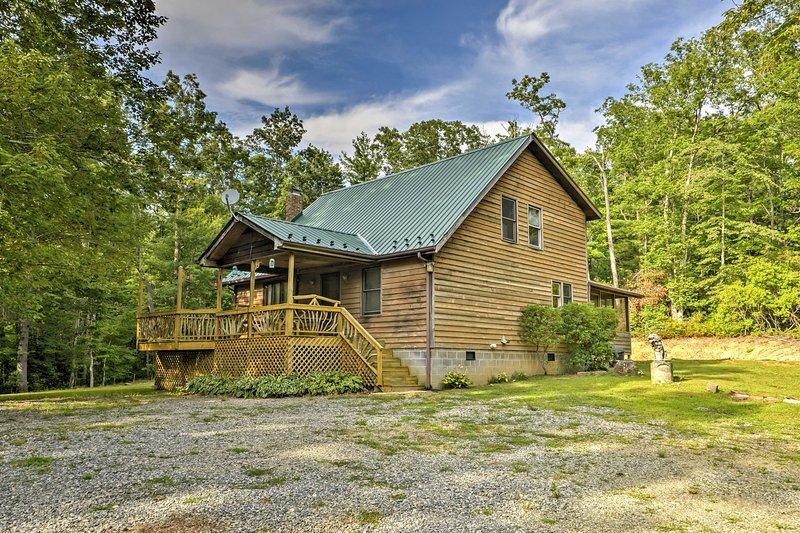 Retreat to Cedar Mountain at this 2-bedroom, 2-bath vacation rental cabin!