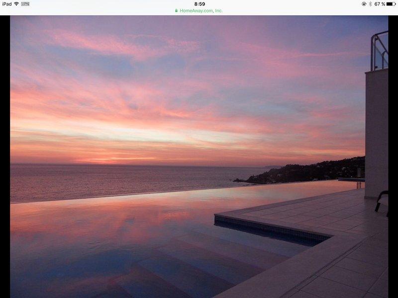 VILLA LUJO MEJORES VISTAS POSIBLES, SPA, SAUNA, PISCINA 25 METROS, SUIT 60 m2, holiday rental in Zahara de los Atunes