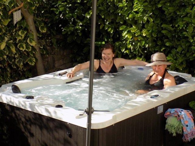 La nostra vasca idromassaggio giardino. Godere!