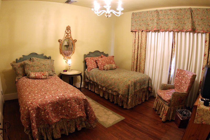 Twin Bedroom - Upstairs