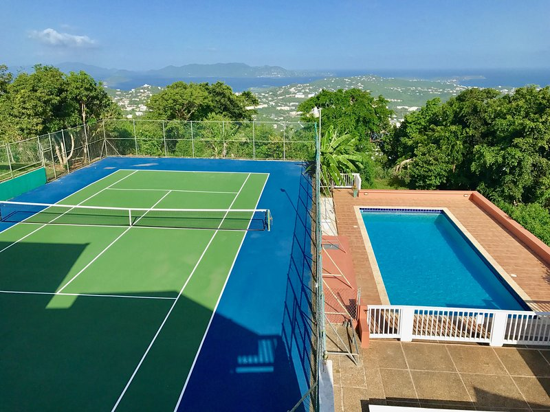 PRIVATE pool & tennis court.