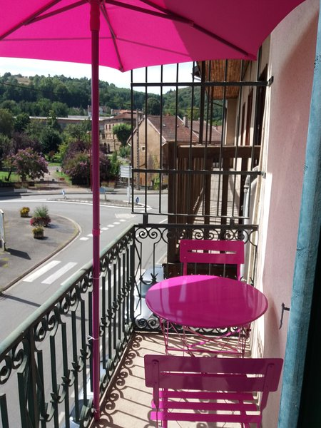 Beautiful apt with balcony & Wifi, holiday rental in Rignac