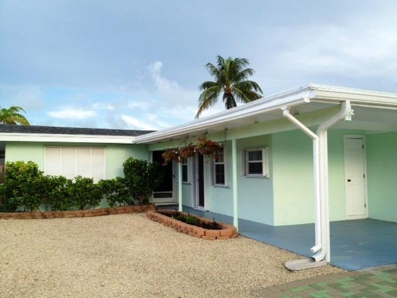 Front View of the vacation home with plenty of parking for 3 vehicles and a boat trailer