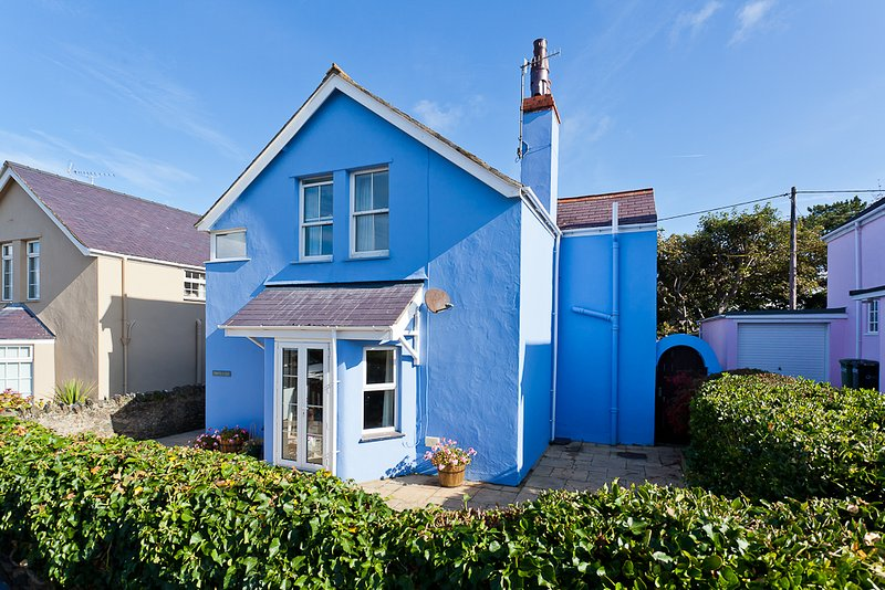 Family house just moments from the beach, holiday rental in Rhosneigr