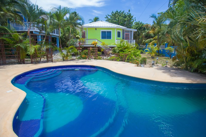 Bungalow y piscina Sand Dollar beach