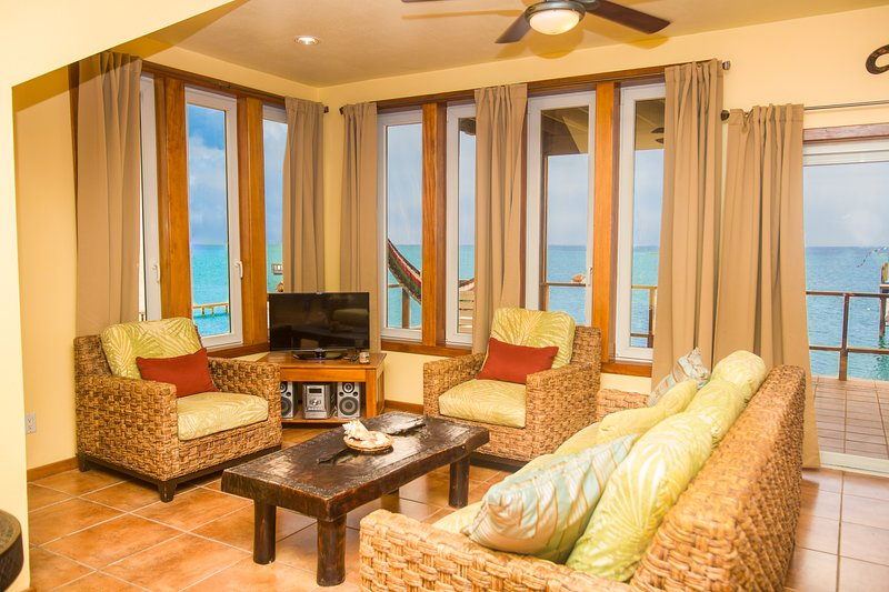 Turtle Casa Beach and Gaming Suites – semesterbostad i Sandy Bay