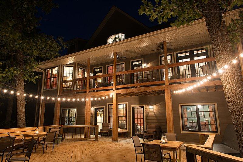 Meadow's Edge Lodge with GameRoom, location de vacances à Blue Eye