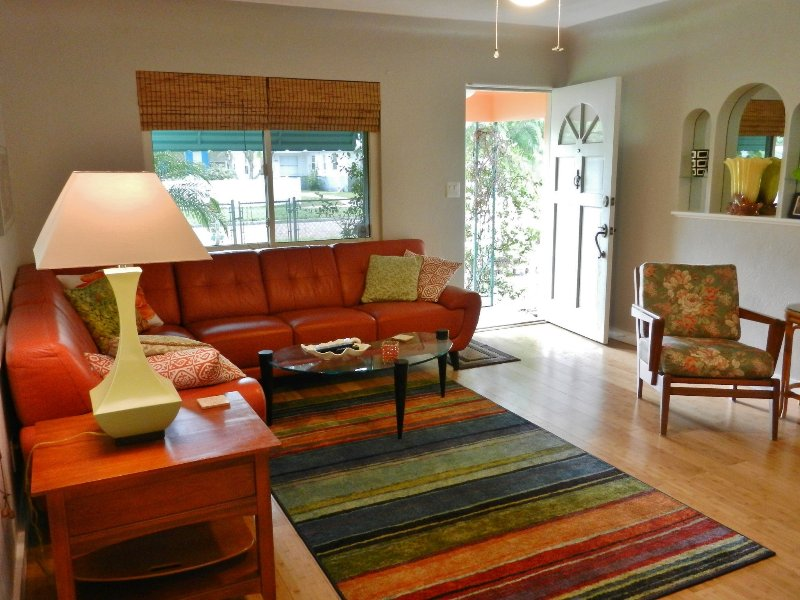 Tangerine Dream, Pet Friendly, Fenced Yard Has Washer and