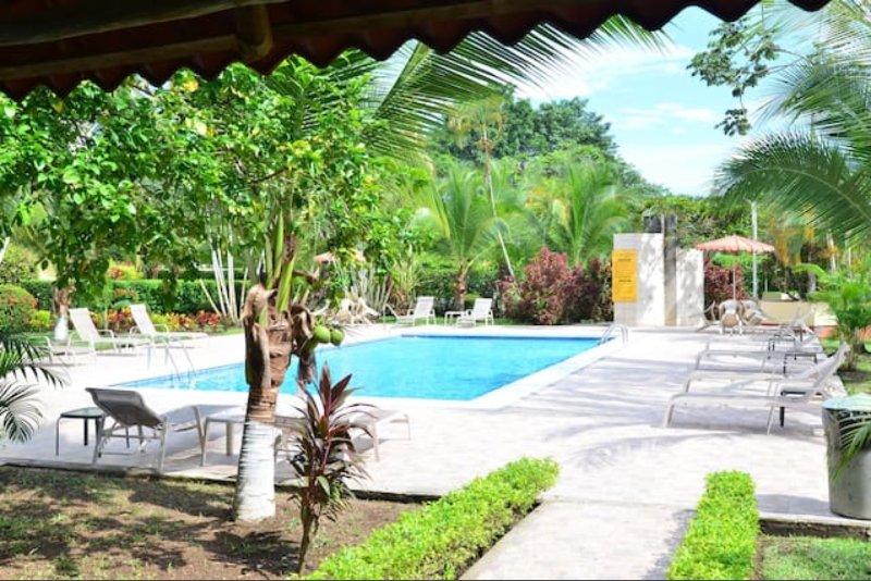 Piscina zona- 2 piscinas y duchas al aire libre