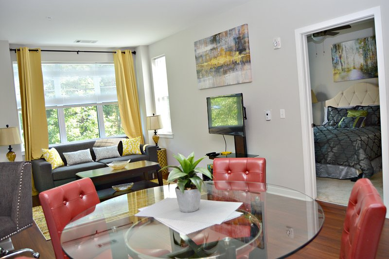 Montclair | Stunning Digs | Montclair close 2 NYC, aluguéis de temporada em Fair Lawn