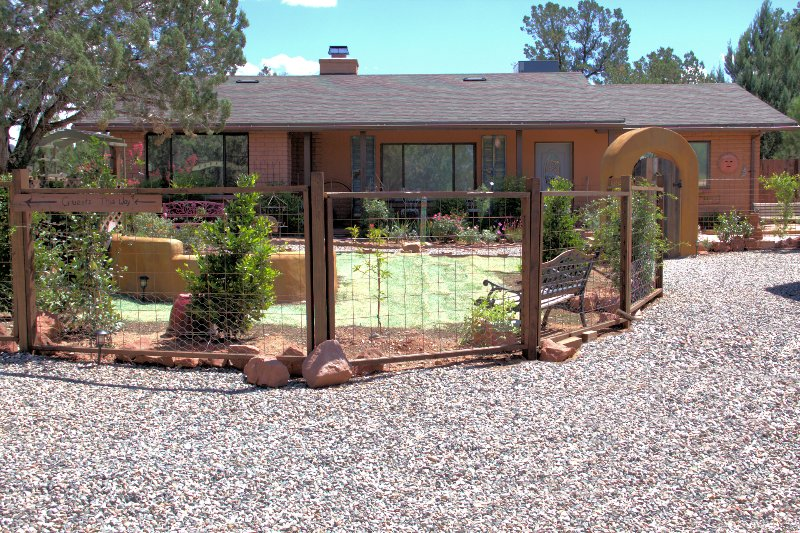 Enjoy peace and quiet at this cozy 1-bedroom, 1-bathroom vacation rental apartment in Sedona.