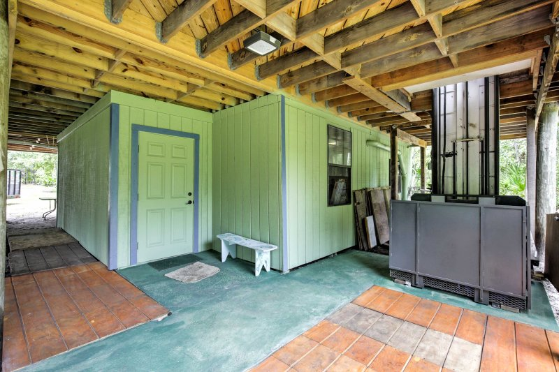 Utilize the wheelchair lift for easy access into the home.