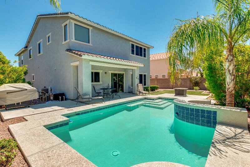 Gorgeous 4Br Home With Heated Pool In Mesa's Elliot Road Technology Corridor, holiday rental in Mesa