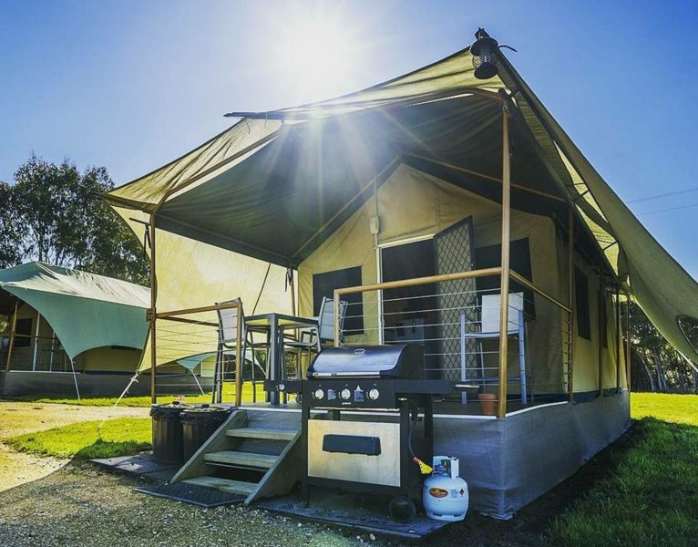 Safari Tent - Promhills Cabins, vacation rental in Welshpool
