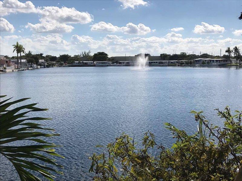 Roulotte à louer au Parc Emerald Lake  (2 chambres et de 2 chambres de bain), holiday rental in Dania Beach