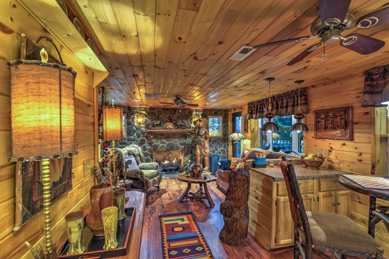 Waterfall Cabin in the Pisgah National Forest!, holiday rental in Spruce Pine