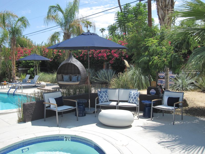 Secluded Resort Like Apartment, holiday rental in Palm Springs