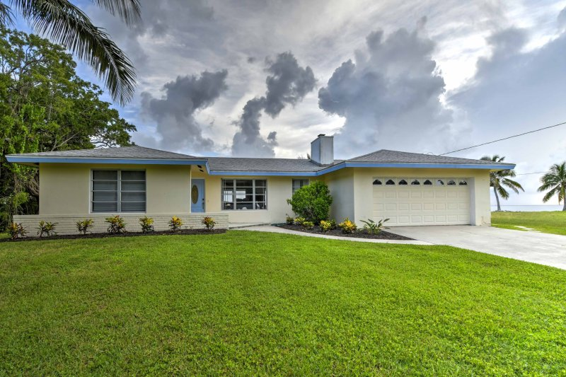 Picture yourself living the good life at this gorgeous 2-bedroom, 2-bathroom vacation rental house that is perfect for a family vacation!
