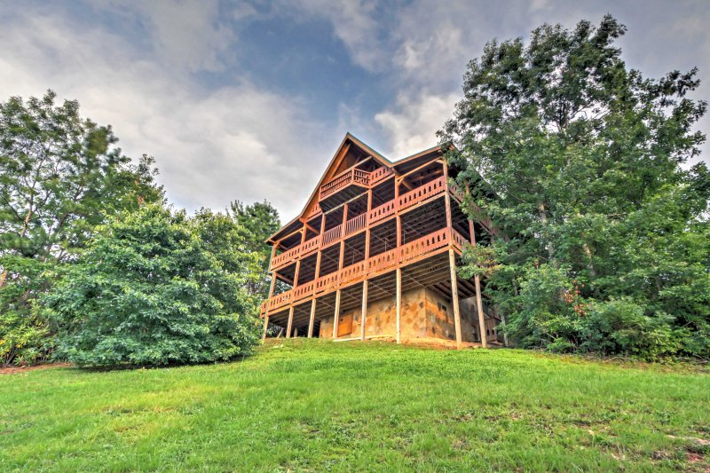 The lush property is located just north of Great Smoky Mountain National Park.