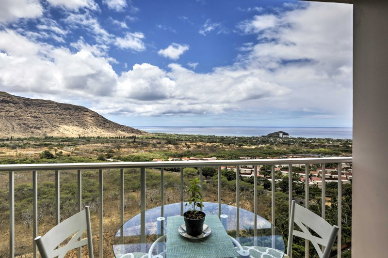 Experience Hawaiian paradise from this  2-bedroom, 1-bathroom Waianae vacation rental condo.