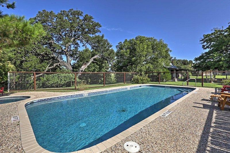 Pase unos días de relax en la propiedad con numerosas comodidades, incluyendo una piscina.