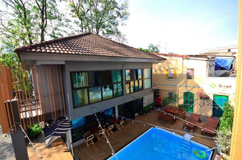 Cozy house next to the pool,MRT Huai khwang, vacation rental in Lat Phrao