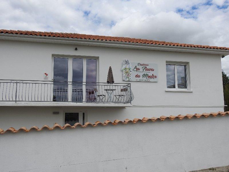 Location appartements de type 1 pour curistes ou voyageurs – semesterbostad i Saint Germain de Lusignan
