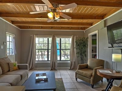 Cozy bungalows with views of Lake Travis available for short or long term rentals in Volente, Texas.